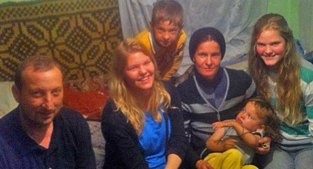 Bild: Familie S. mit Elisabeth und Eva-Maria